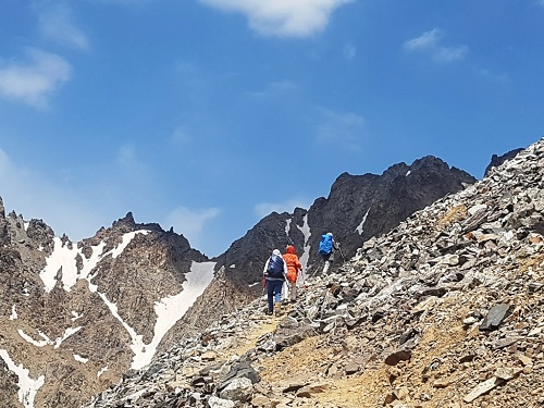 علمکوه | عاشقان طبیعت ایران | صعود به قله علمکوه | معرفی قله علمکوه