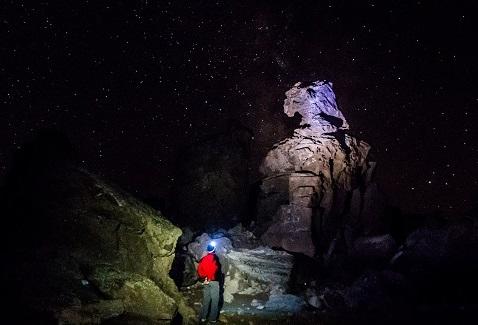 کوهپیمایی در شب