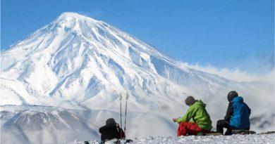 صعود به قله دماوند | عاشقان طبیعت ایران | شرایط و تجهیزات لازم برای صعود به قله دماوند