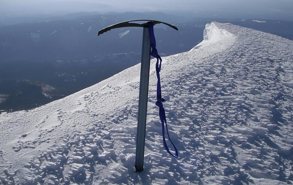 کلنگ کوهنوردی | عاشقان طبیعت ایران | خرید و نگهداری از کلنگ کوهنوردی یا تبر یخ