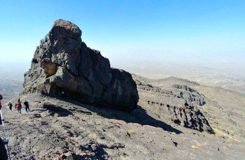 تاج خروس ارتفاع 3845 متر e1559552448444 - قله هزار کرمان - مرتفعترین قله فلات مرکزی ایران