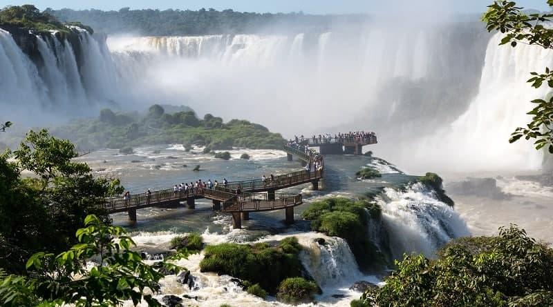 توسعه پایدار گردشگری | عاشقان طبیعت ایران | نقش آبشارها در توسعه پایدار گردشگری